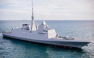 Με δύο φρεγάτες ενισχύει η Γαλλία το ελληνικό πολεμικό ναυτικό