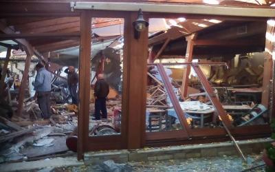 Βομβαρδισμένο τοπίο στο κέντρο της Πορταριάς από την έκρηξη στο εστιατόριο