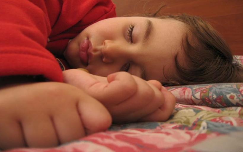 Βοηθούν την παιδική μνήμη οι σύντομοι ύπνοι