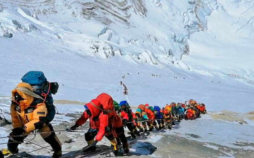Έσπασε κάθε ρεκόρ η προσέλευση ορειβατών στο Έβερεστ