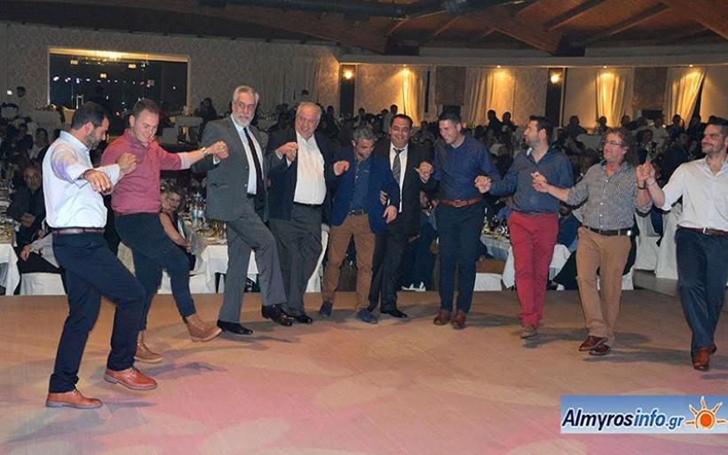 Με μεγάλη συμμετοχή ο χορός του Κυνηγετικού Συλλόγου Αλμυρού (φωτο)