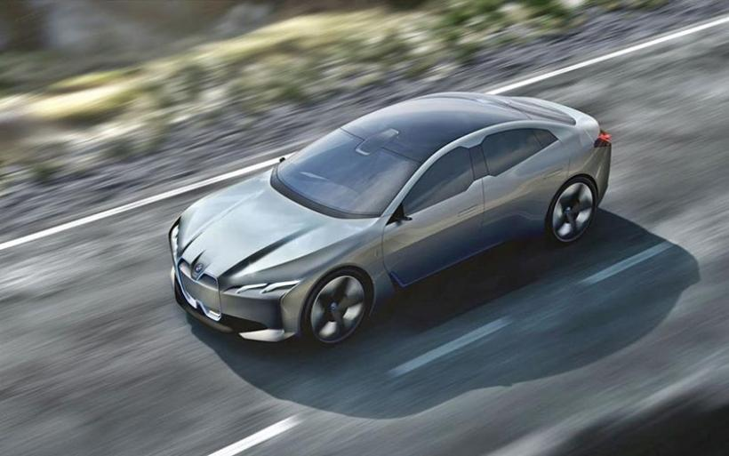 BMW i4: To ηλεκτρικό που θα χτυπήσει την Tesla