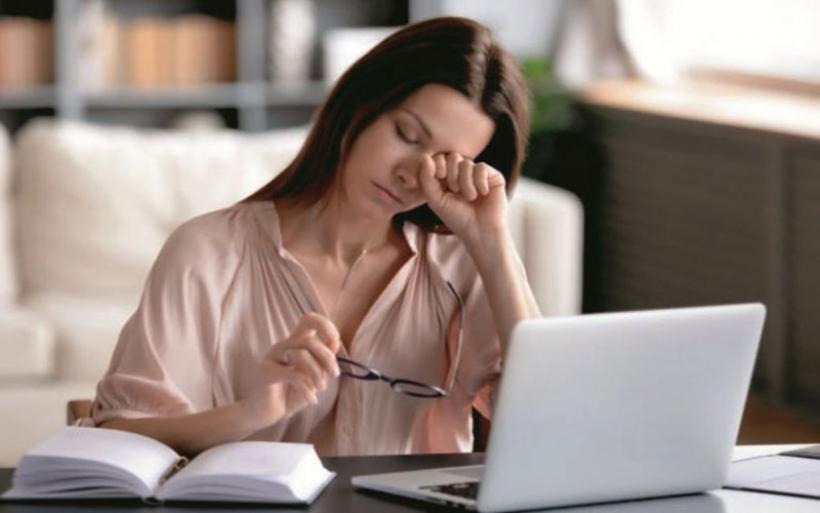 Νιώθεις κουρασμένος, κλαις εύκολα και έχει κακή διάθεση; Δες ποια βιταμίνη σου λείπει