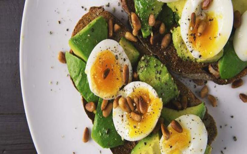 20 υγιεινές τροφές που μειώνουν το αίσθημα πείνας και έχουν ελάχιστες θερμίδες