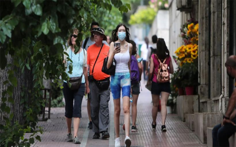 Προνόμια σε εμβολιασμένους: Ελεύθερη είσοδος σε κλειστούς χώρους, χωρίς μάσκα -Με νομοθετική ρύθμιση