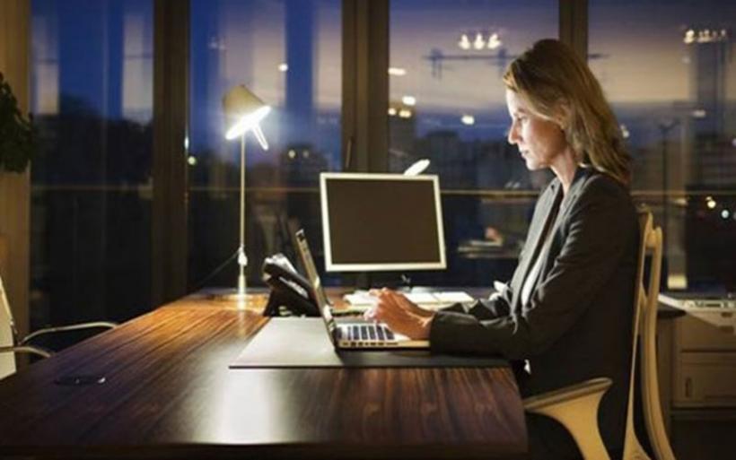 Νέος νόμος για τα εργασιακά: Όλες οι αλλαγές στις νέες γονικές άδειες