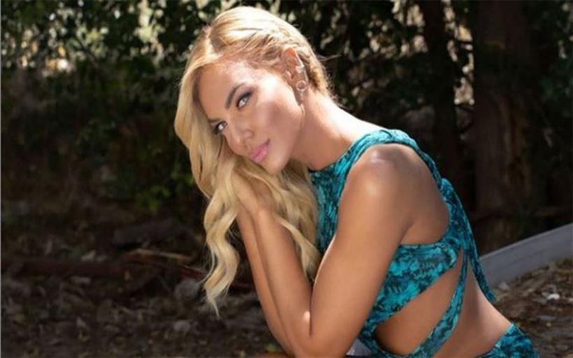 Ιωάννα Μαλέσκου: Ανεβάζει τη θερμοκρασία ποζάροντας με το μαγιό της