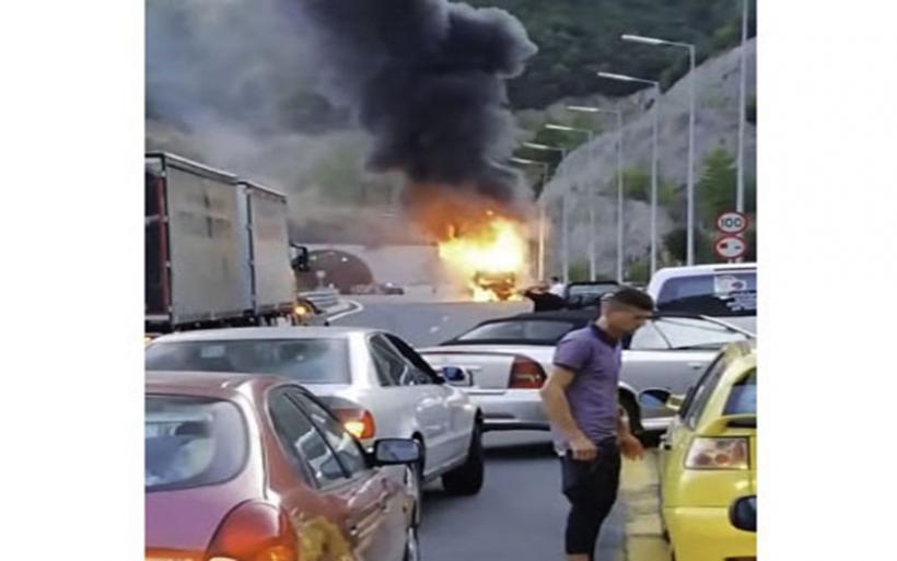 Παραλίγο τραγωδία στην Εγνατία: Ο οδηγός έσωσε τους επιβάτες από φλεγόμενο λεωφορείο