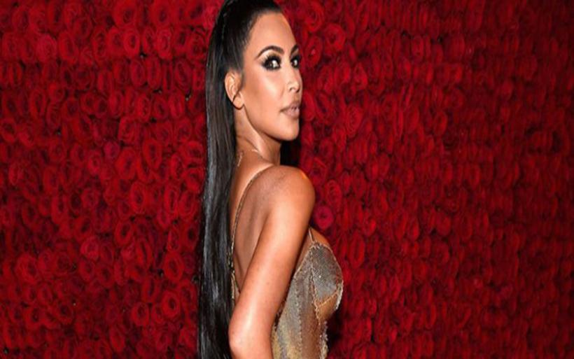 Kim Kardashian: Νέα braless εμφάνιση που προκάλεσε πανικό!