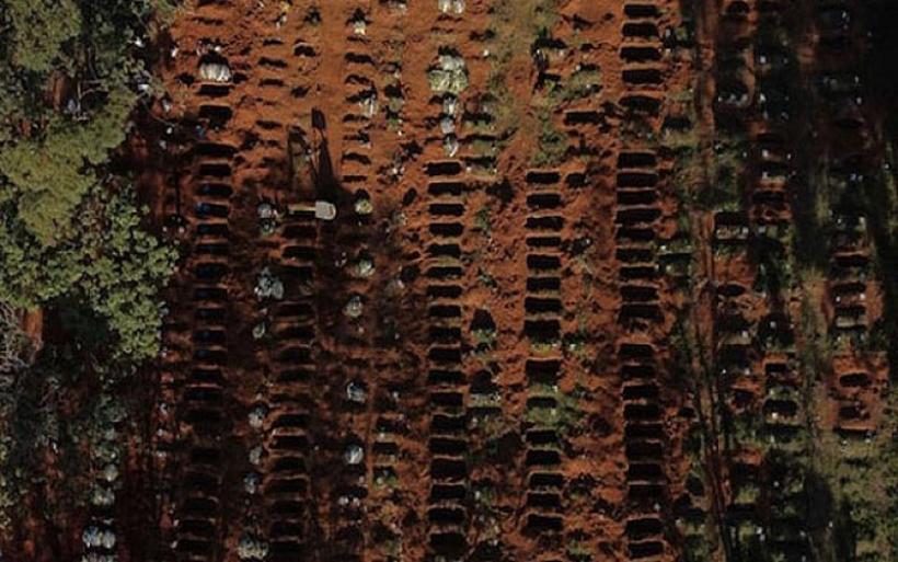 Εικόνες- σοκ από τη Βραζιλία. Γέμισε ασφυκτικά το μεγαλύτερο νεκροταφείο