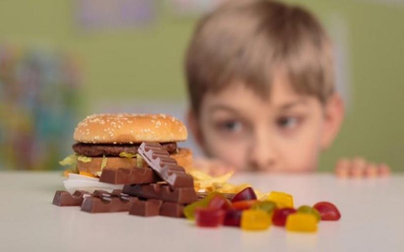 Χοληστερίνη στα παιδιά: Κίνδυνοι και τρόποι αντιμετώπισης