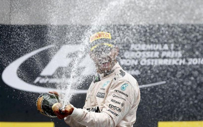 Ο Λούις Χάμιλτον είναι πια ένας θρύλος στην F1